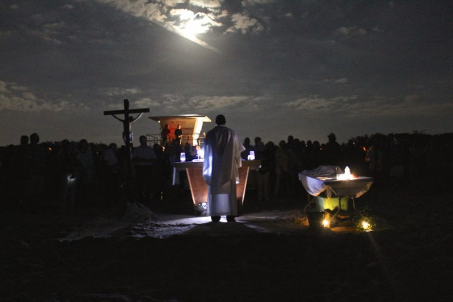 Pascua: misa en la playa